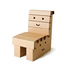 Kartonnen stoeltje