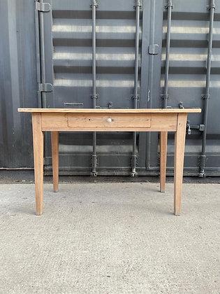 Table en bois clair