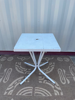 Table de bistrot en métal blanc