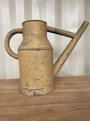 Ancien arrosoir en zinc peinture d'origine beige