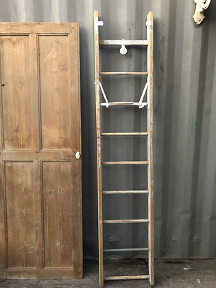 Grande échelle en bois