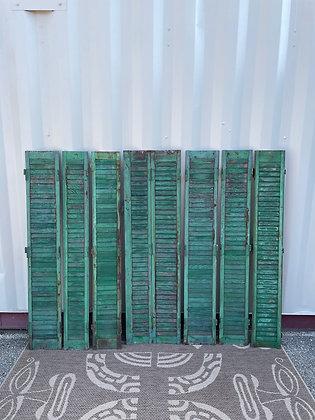 Ensemble de persiennes en bois vertes