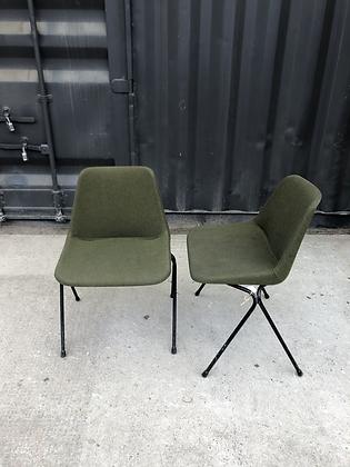 Lot de 2 chaises du designer Robin Day
