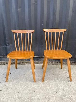 Paire de chaises scandinaves à barreaux