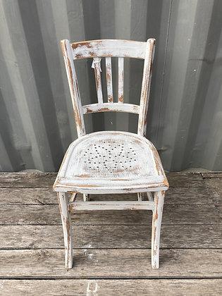 Chaise bistrot ajourée etoile patinée blanche