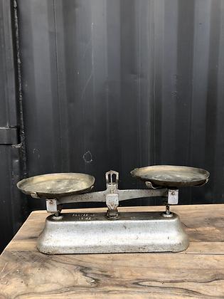 Balance ancienne en fonte et cuivre
