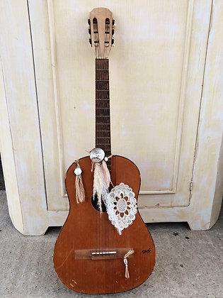 Guitare bohème décorative en bois