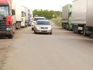 Окружная дорога в Омске опасна и переполнена большегрузами
