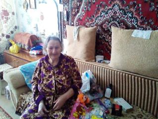 Омичи совместно с «Милицейской волной» помогли постояльцам домов престарелых