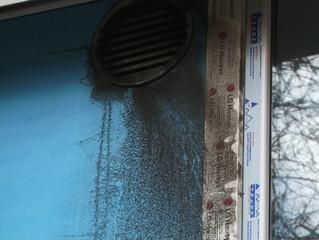 Жильцы омского дома страдают от невыносимого запаха из вейп-бара