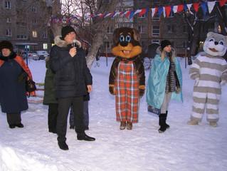 Дмитрий Сахань помог организовать дворовую елку в Нефтяниках