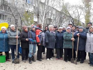 Омский депутат Сахань помог жителям Нефтяников ускорить озеленение двора