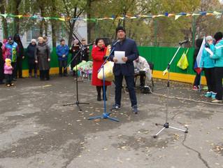 В Больших Полях с помощью депутата Дмитрия Саханя открылась хоккейная площадка