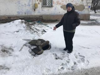 «Это угрожает здоровью омичей!» - Юрий Козловский разбирается с канализационным коллапсом в Волжском
