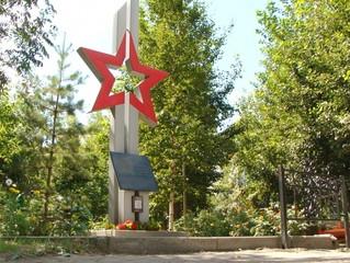 Депутат Омского горсовета Олег Афанасьев помог облагородить памятник герою войны