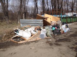 «Тариф повысили, а мусор вывозить перестали»: Юрий Козловский разбирается в последствиях «мусорной р
