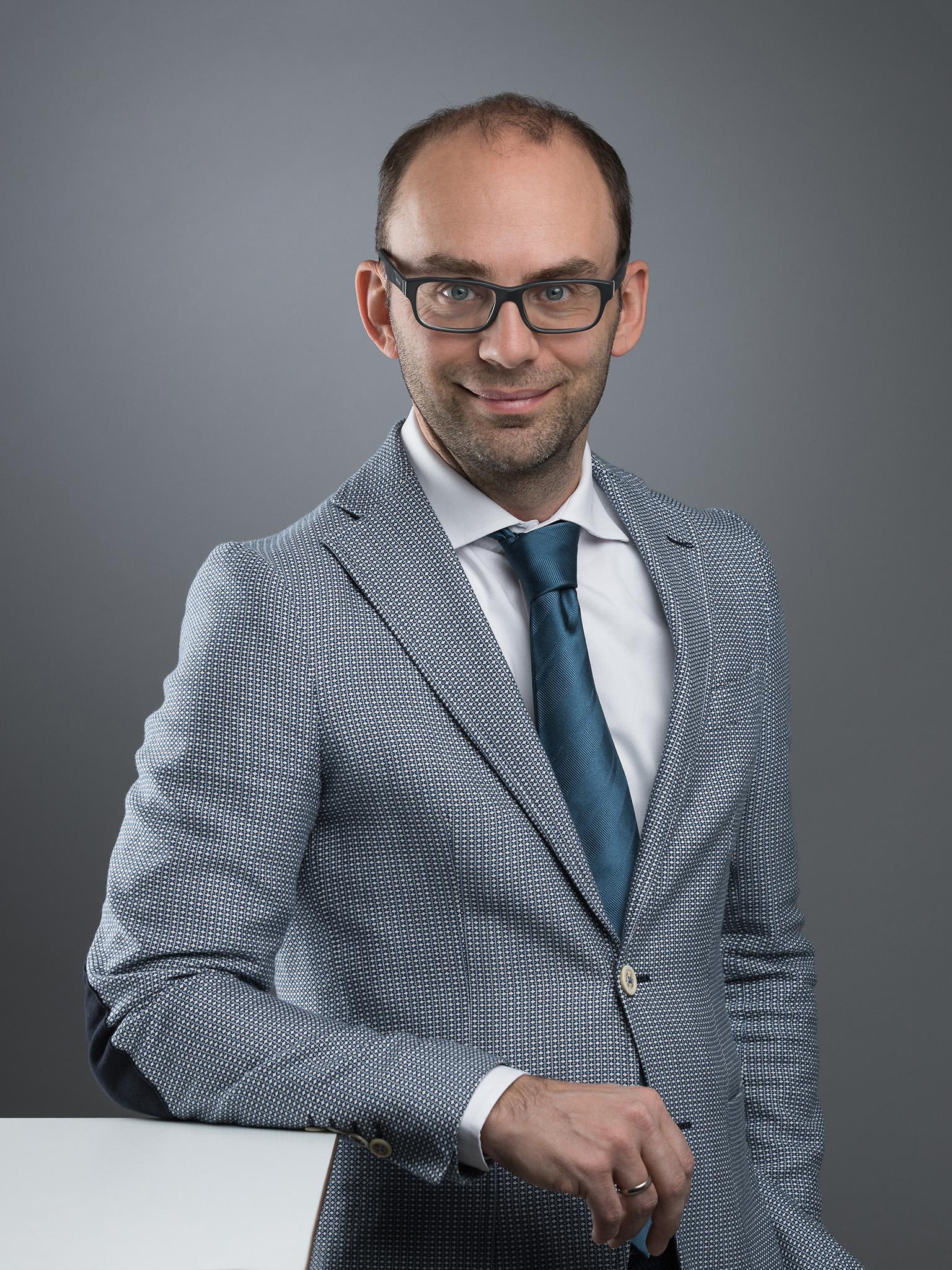 businessportrait. mitarbeiterfoto.