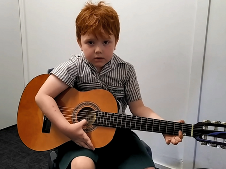 5 year olds vs 9 year olds – the differences in guitar teaching strategies.