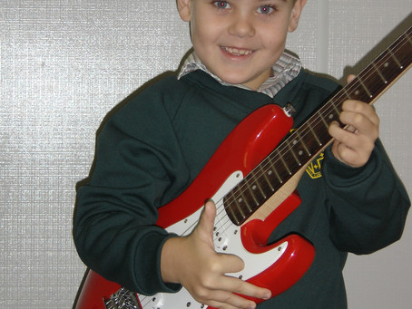 Free Guitar Lessons for kids | Lesson 1 | Copy Play and Learn Guitar.