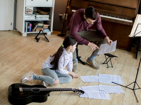 Are You An Ordinary Or Extraordinary Guitar Teacher? 10 Tips For Keeping Young Students Engaged