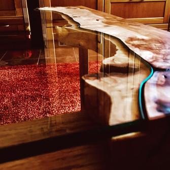Stůl se sklem - detail přechodu