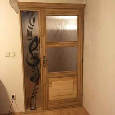 Dubové dveře se sklem a masivní kazetou
