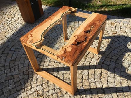 Třešeň a sklo - river table design