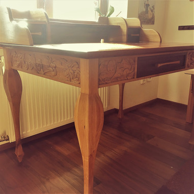 Mahagonový stůl s dubem