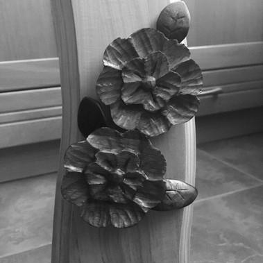 Květiny na rámu, detail