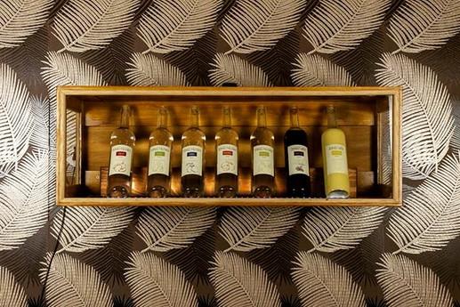 Výstavní skříň na alkohol