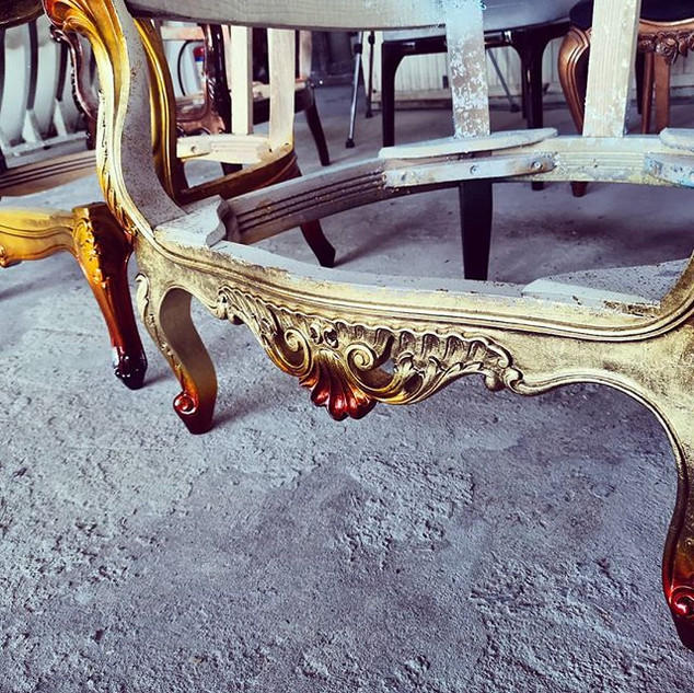 Carved chairs with degradé finishes_-_-_