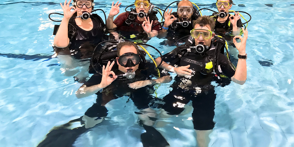 Try Dive & Club Pool Night