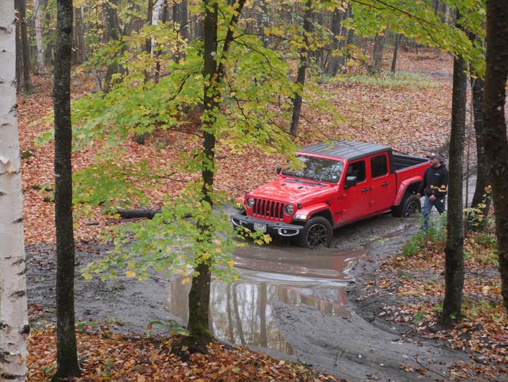 Modern Jeep Gladiator driving through mud.