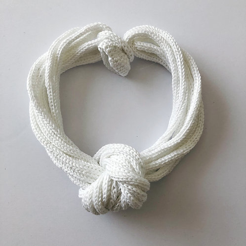 knot lily white