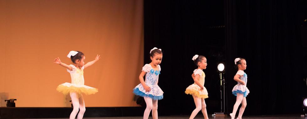 2018_第一回発表会_土曜日クラシックバレエ幼稚園クラス_DL6A6781.