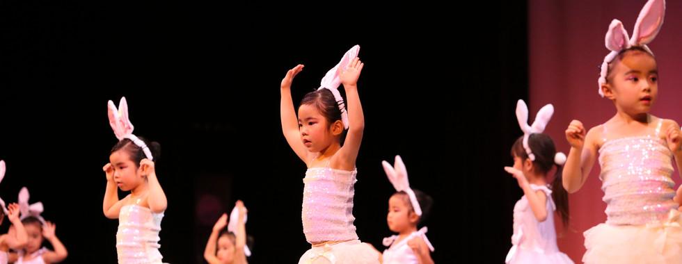 2018_第一回発表会_土曜日モダンバレエ幼稚園クラス(さとううさぎのダ