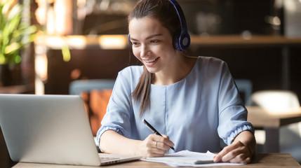 Aulas ao vivo ou online, tem jeito melhor de aprender?