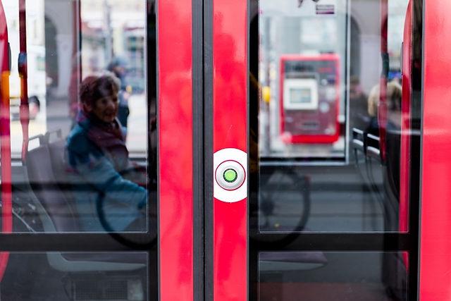 스위스 대중교통 트램 버튼