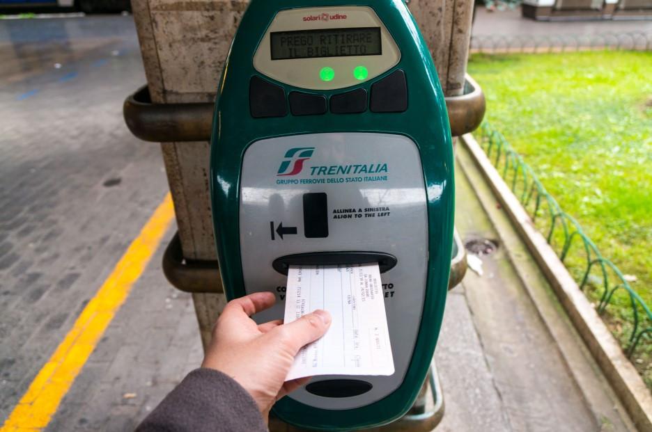 이탈리아기차티켓 펀칭 검표
