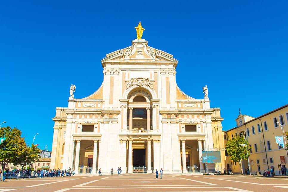 산타 마리아 델리 안젤리 성당 아씨시 이탈리아여행