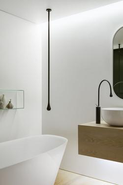 Smart-focussed-lighting-in-the-bathroom