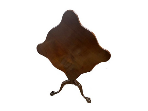 CHIPPENDALE MAHOGANY TILT TOP TEA TABLE