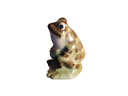 Art Pottery Garden Frog.