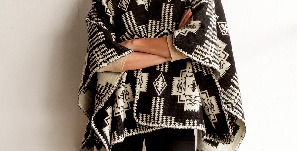 Reymi shawl reversible black white