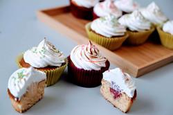 Citroen- en framboosmeringue cupcake