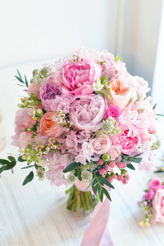 [Fresh Wedding Bouquet] Most popular flowers are peonies and David Austin garden roses on seasonal