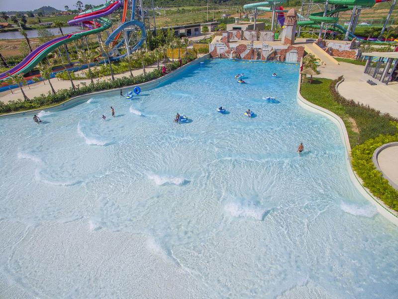 double-wave-pool-2jpg