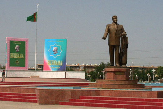 Turkmenbashi and Ruhnama Statues
