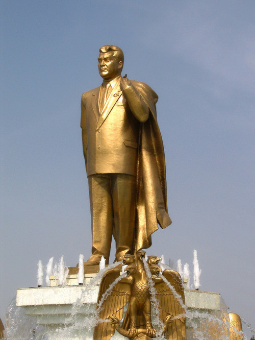 Statue of President Niyazov in Ashgabat (Turkmenbashy)