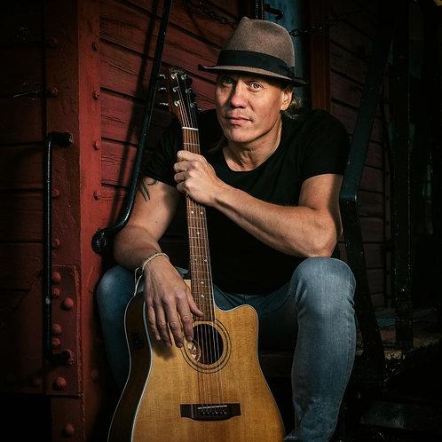 Utomhuskonsert med singer-songwriter Mattias Lies